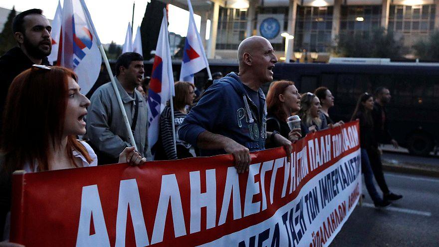 Yunanistan'da savaş karşıtları meydanlarda