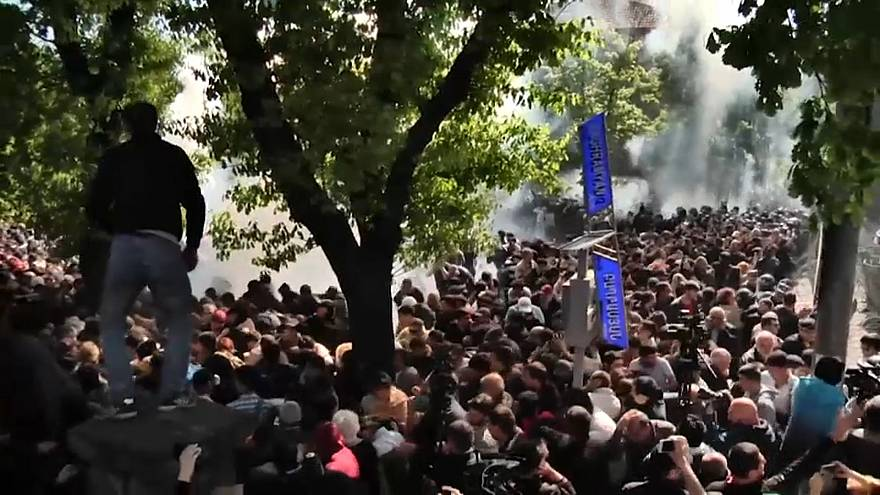 Clashes in Armenia enter fifth day