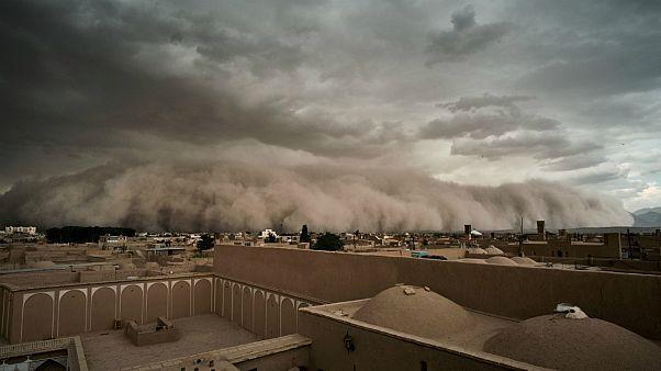 گزارش تصویری: یزد در چنگ طوفان شن