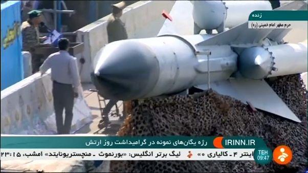 """روحاني في يوم الجيش: """"سلاحنا دفاعي وصواريخنا ليست موجه نحو جيراننا"""""""