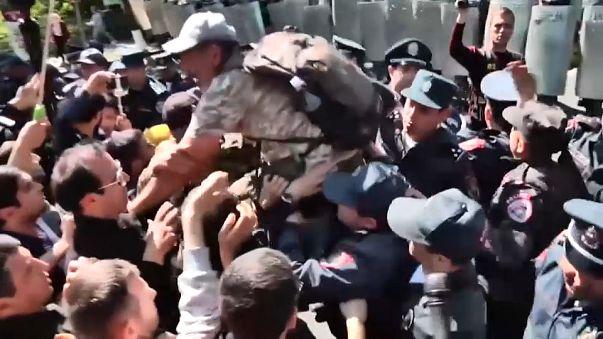 Nueva jornada de protestas y disturbios en Armenia