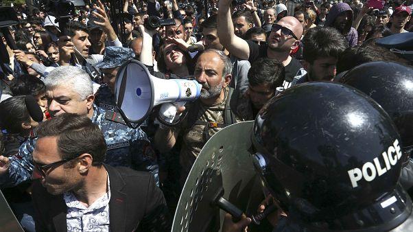 Πολιτική θύελλα στην Αρμενία