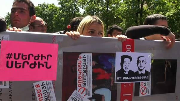 Ermenistan: Serkisyan'a karşı sokak gösterileri yayılıyor