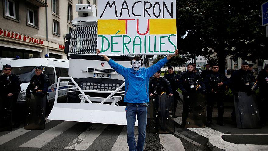 Macron, estás descarrilar