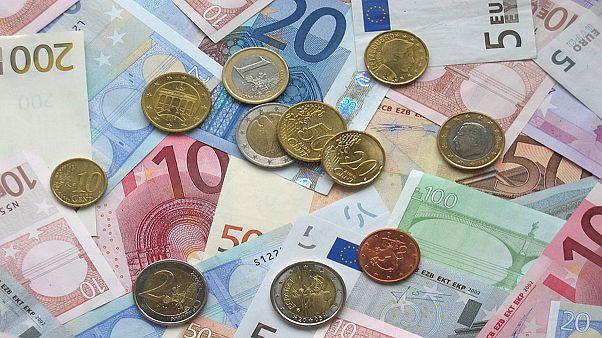 با تصمیم هیات دولت ایران،  یورو جایگزین دلار شد