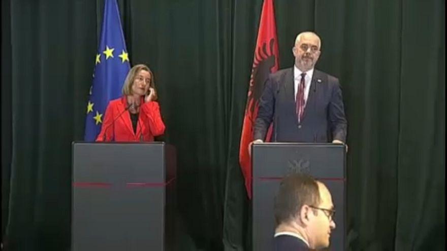 UE prepara expansão para os Balcãs Ocidentais