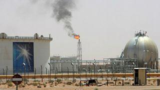 السعودية تسعى لزيادة سعر برميل النفط