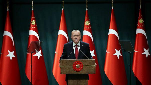 انتخابات ریاست جمهوری و پارلمانی ترکیه یکسال پیش از موعد برگزار میشود