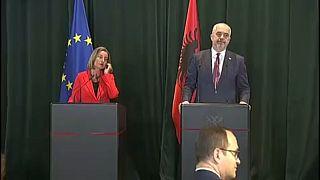 Bruselas propone iniciar negociaciones de adhesión con Albania y Macedonia