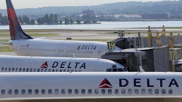 طائرة أمريكية تهبط إضرارياً في بالم بيتش بسبب عطل فني