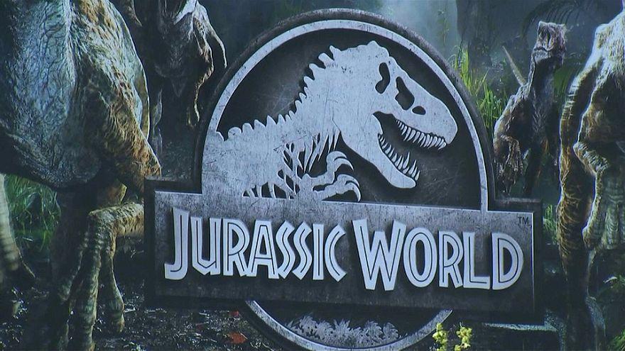 شاهد: افتتاح حديقة عالم الديناصورات الجوارسي في باريس