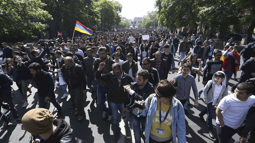 Milhares de arménios em protesto contra o primeiro-ministro Serzh Sargsyan