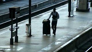 Nationalversammlung beschließt Bahnreform, Streiks gehen weiter