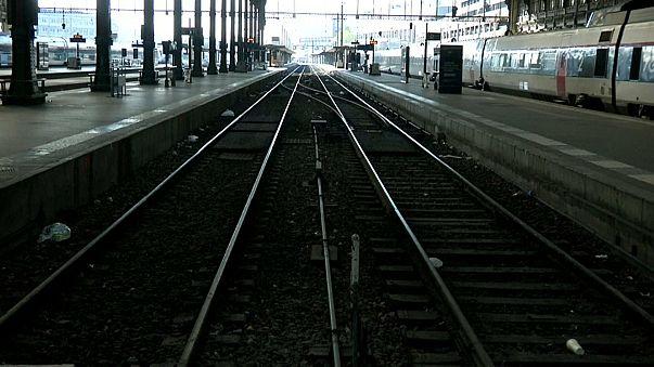 Braço-de-ferro entre Macron e ferroviários continua