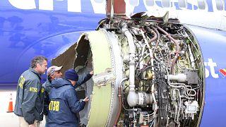 Havada parçalanan uçak motoru can aldı