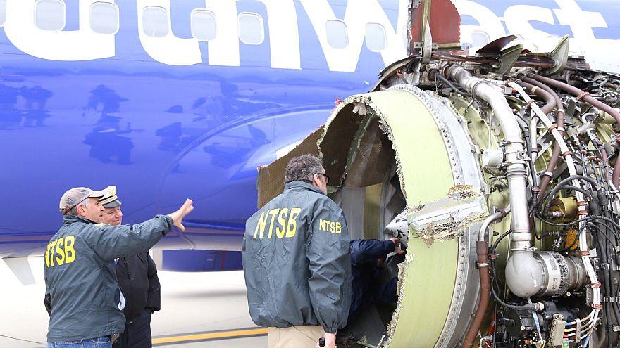 بالفيديو: محرك ينفجر في الهواء ويبتلع راكبة .. وإدارة الطيران الأمريكية تفحص محركات طائرات
