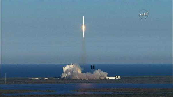 Space X launches NASA planet hunter