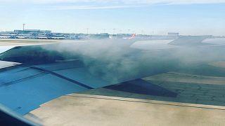 شاهد: هبوط اضطراري لطائرة أمريكية بعد اشتعال النيران في  محركها