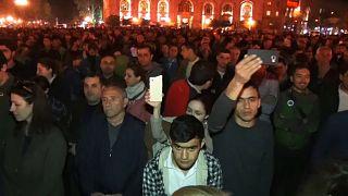 متظاهرون يغلقون مبنى الحكومة في العاصمة الارمنية يريفان