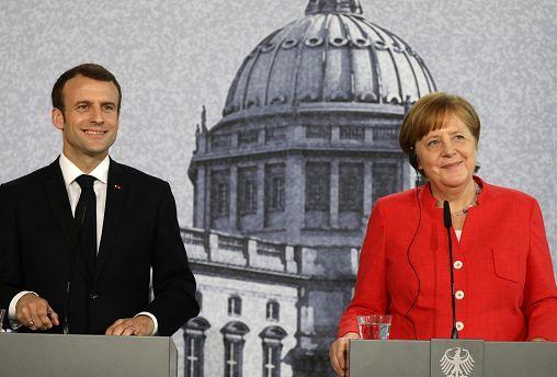 """Berlino, Macron e Merkel: """"Entro giugno una visione comune per la UE"""""""