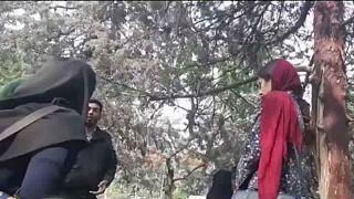 برخورد ماموران انتظامی گشت ارشاد با دختر معترض به حجاب اجباری