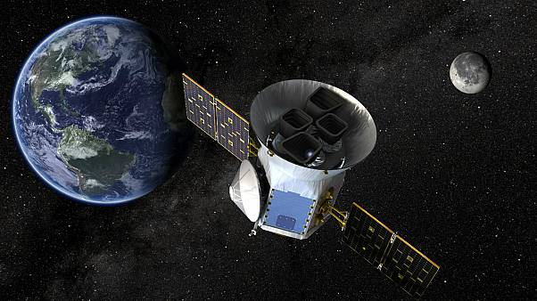 سبيس إكس تطلق صاروخاً يحمل تلسكوب لتعقب الكواكب