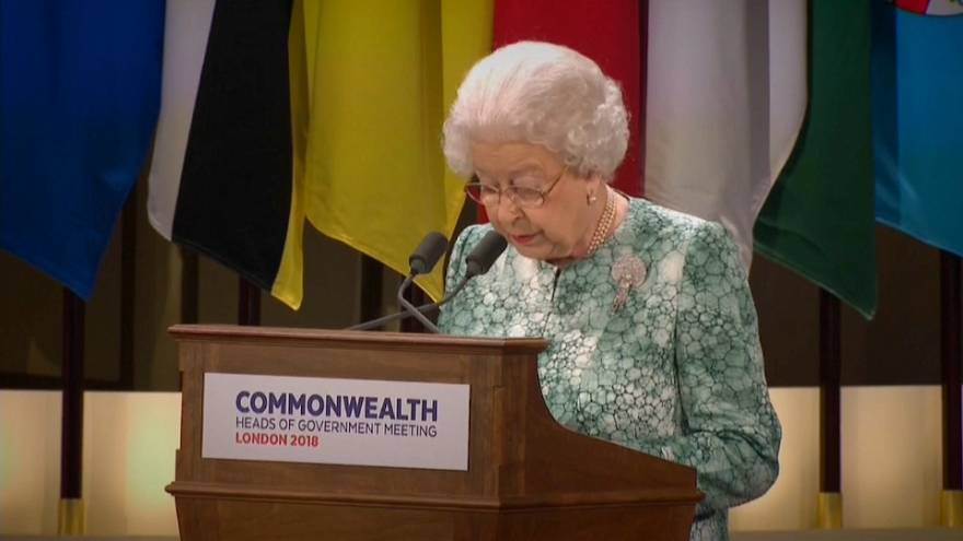 """Commonwealth: la Regina """"raccomanda"""" il figlio Carlo"""