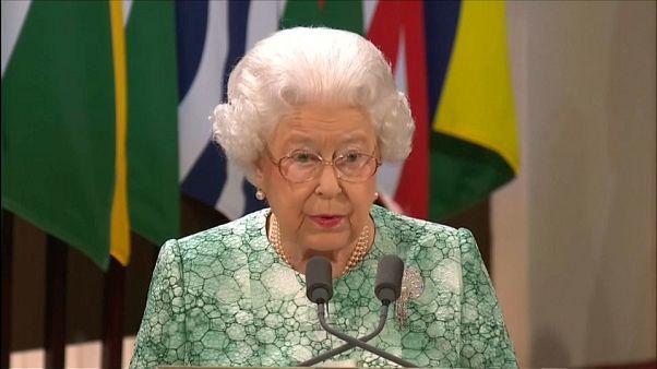 Isabel II aboga por su hijo ante la Commonwealth