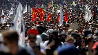 Francia: 'convergenza di lotta' contro Macron