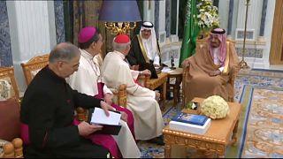 Re Salman riceve una delegazione vaticana in Arabia Saudita