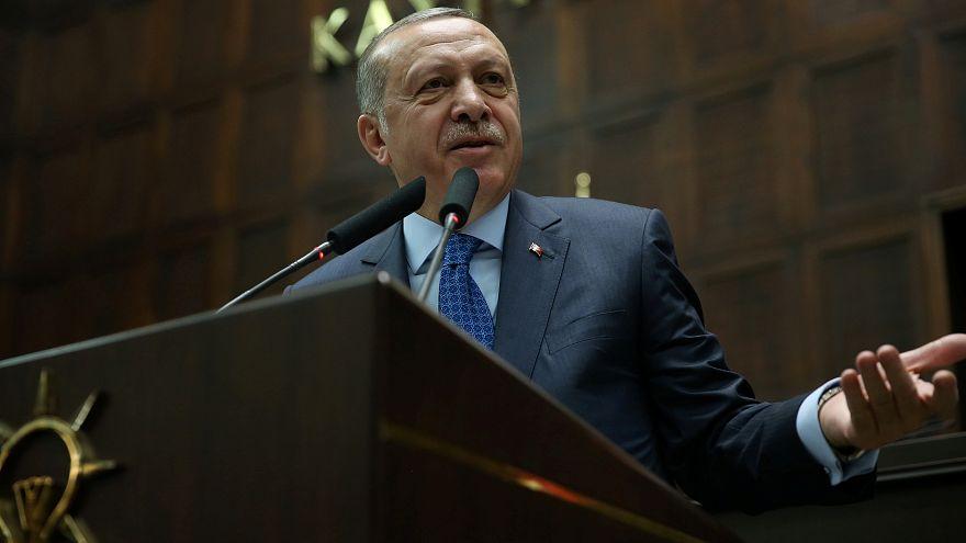 الرئيس التركي رجب طيب إردوغان خلال خطاب سابق له بالبرلمان التركي