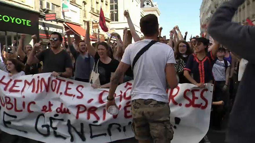 Fransa: Grevlere destek yetersiz