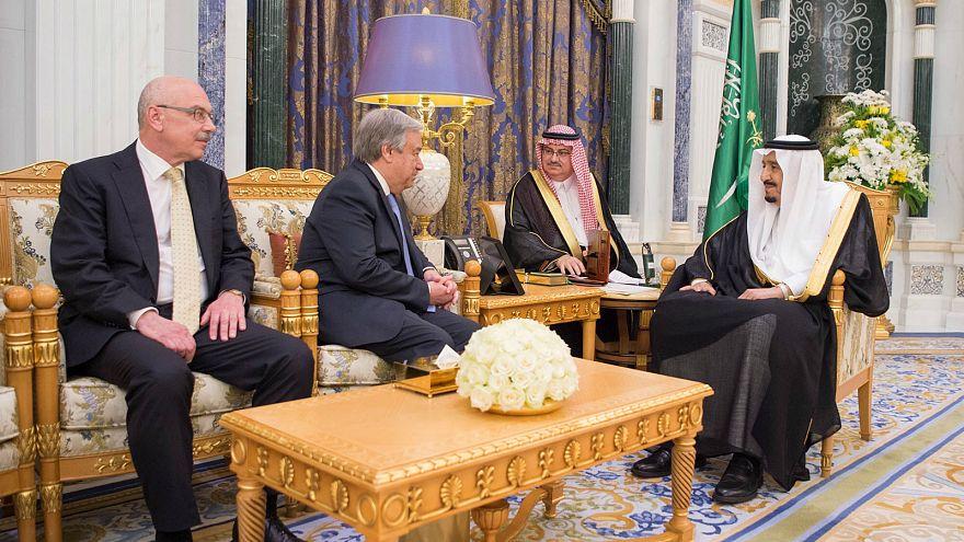 الملك سلمان يلتقي برئيس لجنة الشراكات بحلف شمال الأطلسي