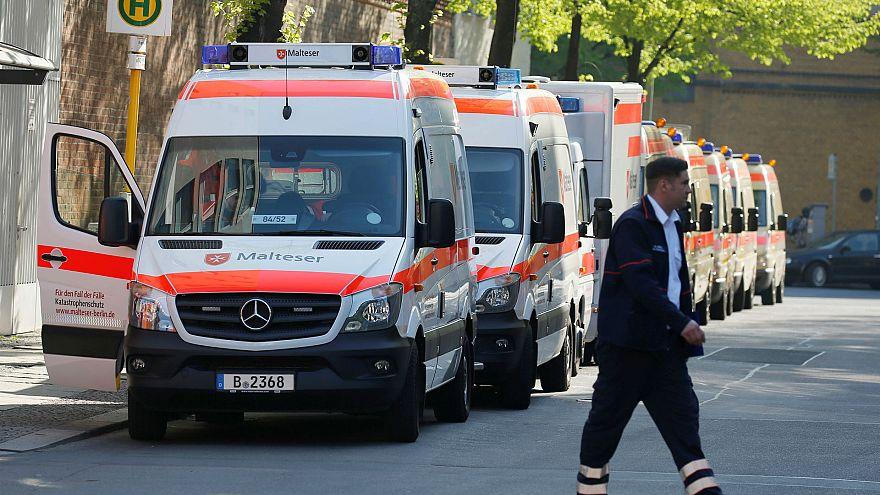 A Charité kórház betegeit mentőkkel evakuálták