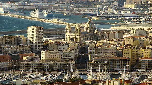 فرنسا تطرد إمام مسجد السنة بمرسيليا إلى الجزائر