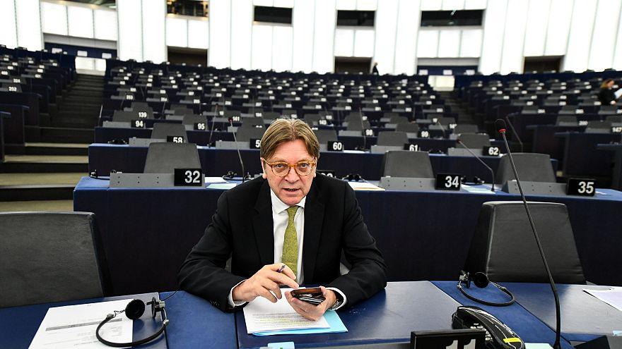 Félti a bíróságot a magyar kormánytól Verhofstadt