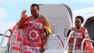 König Mswati III. mit einer seiner 14 Ehefrauen