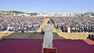 Il Papa celebra don Tonino Bello davanti a 60.000 fedeli