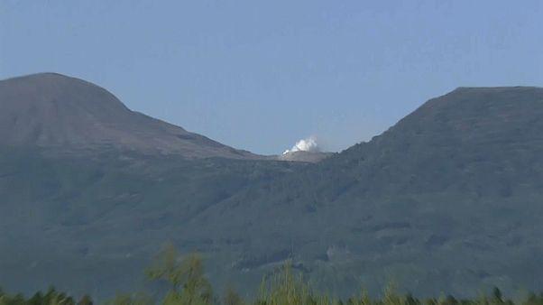 Vulcão Io Yama entra em erupção pela primeira vez em 250 anos