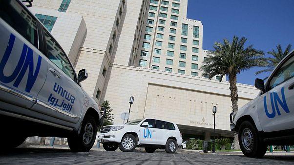 ماشینهای سازمان ملل متحد در انتظار مجوز برای ورود به شهرک دوما