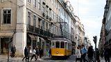 Eine Straßenbahn in Lissabon