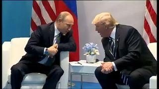 Beperelték Trumpot, Moszkvát és a Wikileakset a demokraták
