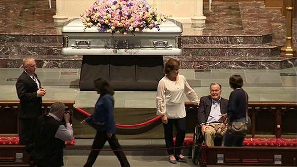Miles de personas dan su último adiós a Barbara Bush