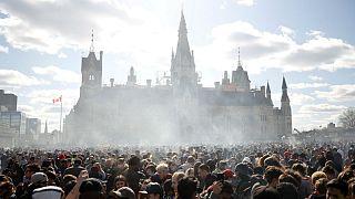 شرکتکنندگان در مراسم ۴۲۰ شهر اتاوا، کانادا