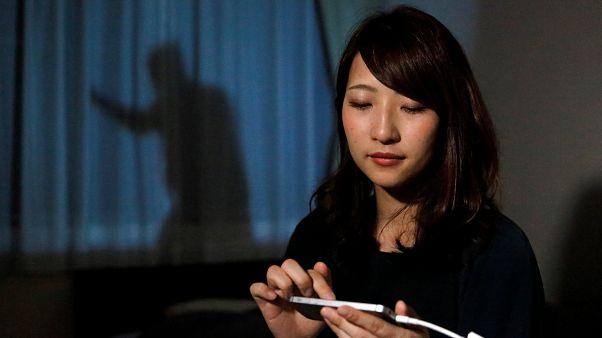 ظل رجل من أجل حماية النساء اليابانيات العازبات