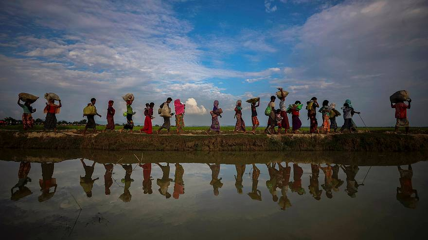 لاجئون من الروهينغا بعد فرارهم من ميانمار إلى بنغلادش
