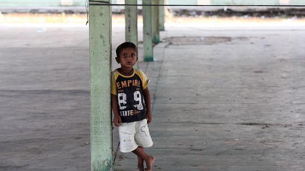 Des pêcheurs indonésiens secourent un nouveau groupe de Rohingyas