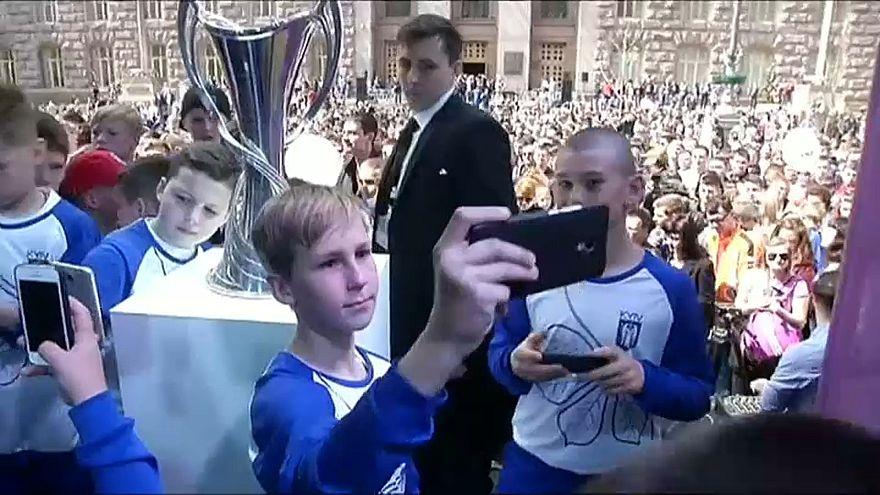 Trophäe der UEFA Champions League in Kiew