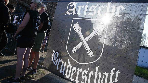 Símbolo anticonstitucional pode sair caro a concentração neo-nazi