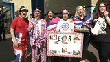 Фанаты празднуют день рождения Елизаветы II